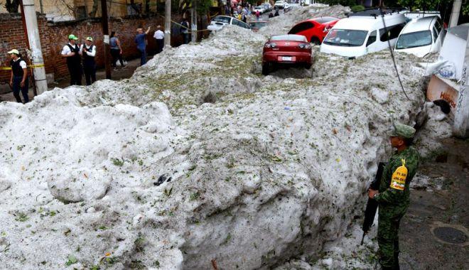 Foto: Imagini incredibile, după o furtună cu grindină. Strat de gheață de 1,5 metri