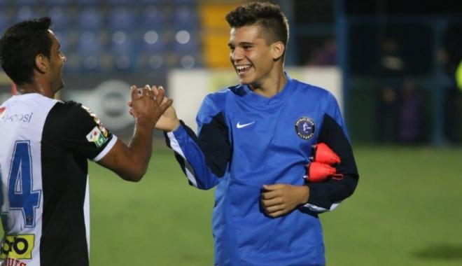 Foto: Fotbal: Ianis Hagi este oficial jucătorul echipei FC Viitorul