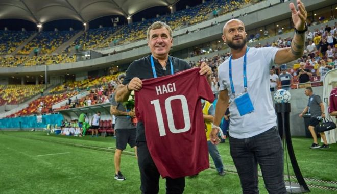 Gheorghe Hagi, aplaudat la scenă deschisă de galeria Rapidului - hagiiubitdesuporteri-1627818106.jpg
