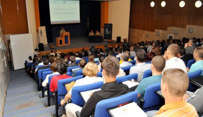 Foto: Cadrele didactice  din universităţi, care nu au  doctorat, nu vor mai fi date afară