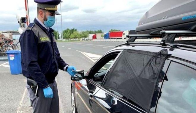Haine posibil contrafăcute, confiscate de poliţiştii de frontieră de la Vama Veche - haine-1614345121.jpg