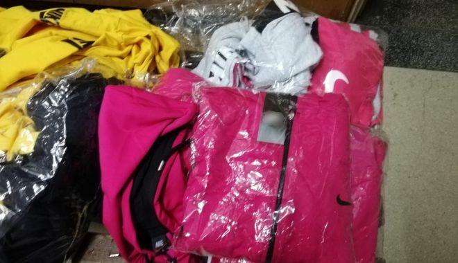 Foto: Bișnița cu haine contrafăcute din Turcia, în vizorul Gărzii de Coastă