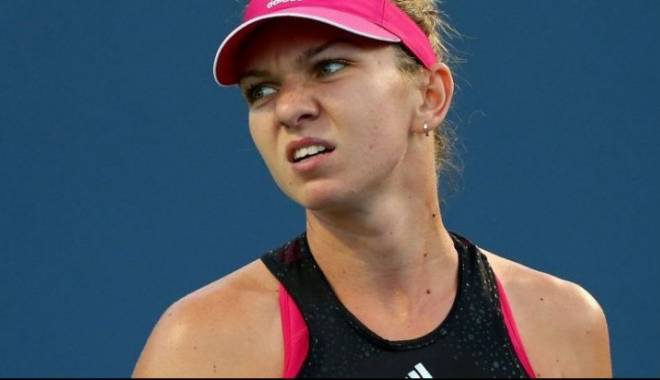 Simona Halep a abandonat în finala turneului WTA de la Toronto - halepa57113800-1439755505.jpg