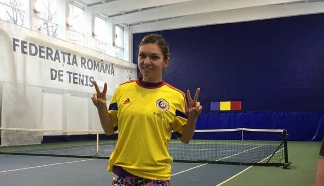 FOTO. Simona Halep a îmbrăcat tricoul naționalei de fotbal - halepn-1418046993.jpg