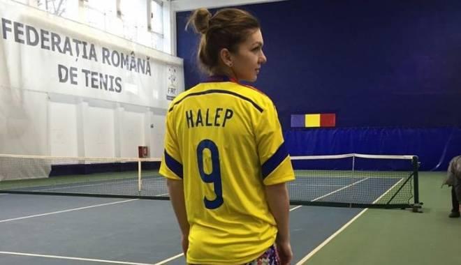 FOTO. Simona Halep a îmbrăcat tricoul naționalei de fotbal - halepn1-1418047001.jpg