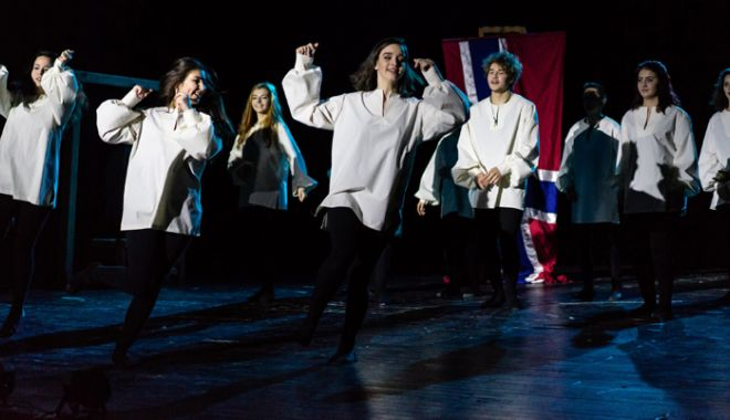 """Foto: """"Hamlet"""", în viziunea elevilor viitori actori,  de la Colegiul Naţional  """"Regina Maria"""""""