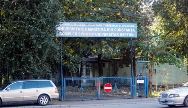 Foto: GALERIE FOTO / Handbal printre cârciumi! Dezastrul  din Complexul Sportiv Hidrotehnica