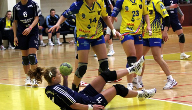 Cine a distrus handbalul feminin constănțean? - handbalfetecsuneptun65-1337887417.jpg
