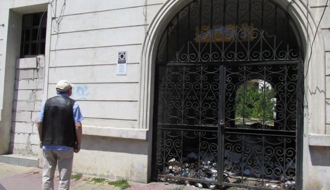Foto: Hanul Balcan: din monument istoric, focar de infecţie!
