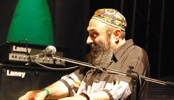 Foto: Harry Tavitian cântă în Vamă