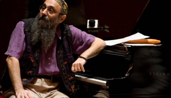"""Foto: Harry Tavitian cântă """"Jazz la înălţime"""""""