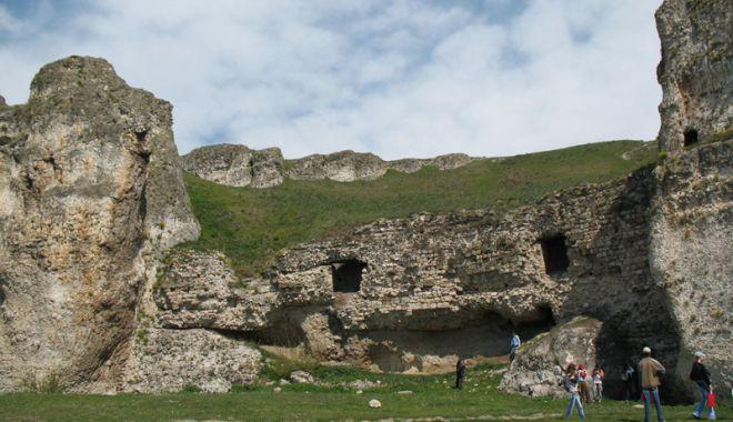 """Foto: Ce-a fost şi ce-a ajuns Cetatea  de la Hârşova. """"Încă nu este totul pierdut!"""""""