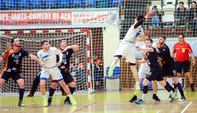 """Foto: Din nou probleme de arbitraj!  HC Dobrogea Sud, """"executată"""" la Timişoara"""