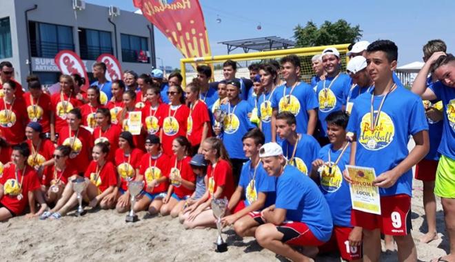 Foto: HC Dobrogea Sud şi CSŞ 1 Constanţa, campioane naţionale la handbal pe plajă