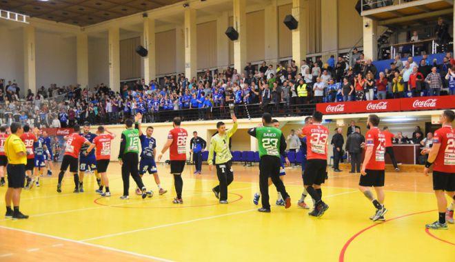 Foto: HC Dobrogea Sud mulţumeşte suporterilor.