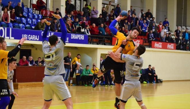 Foto: HC Farul joacă un meci capital, cu Politehnica Iaşi
