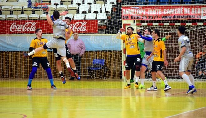 Foto: HC Farul pierde, la Iaşi, derby-ul pentru promovare