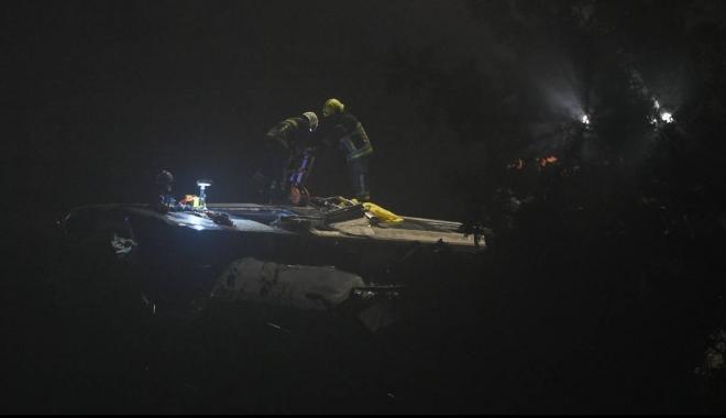 Foto: Impact nimicitor între două trenuri. Trei morţi şi 40 de răniţi