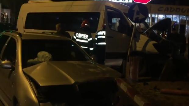 Foto: Microbuz cu suporteri implicat într-un accident rutier. Fanii se întorceau de la un meci de handbal