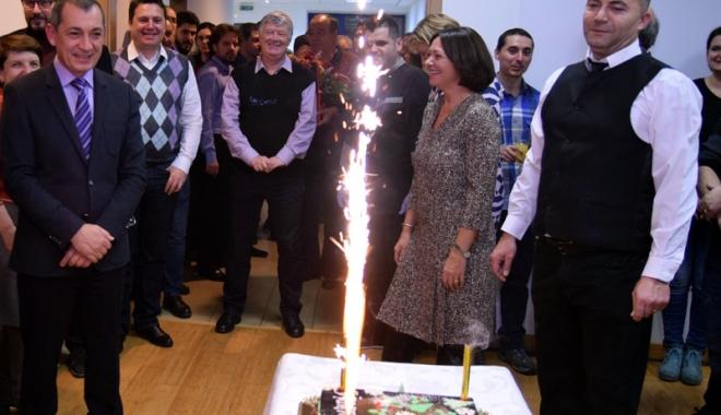 Foto: Final de an cu colinde, tort şi artificii, la Grupul de firme Histria