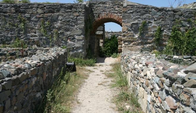 """Foto: Cetatea Histria, comoara """"îngropată"""" în pământ"""