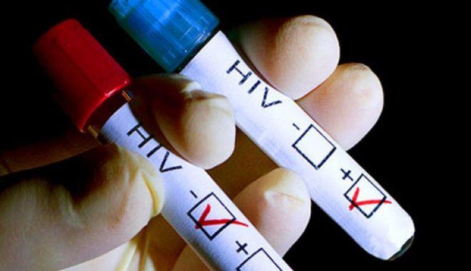 Foto: Nu vă temeţi! HIV nu se poate lua prin aer