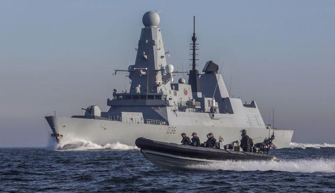 O navă rusească a tras focuri de avertisment asupra unui distrugător britanic din Marea Neagră - hmsdefender-1624448680.jpg
