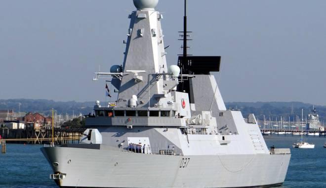 Foto: Distrugătorul britanic HMS Duncan a sosit în Portul Constanţa