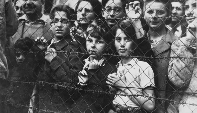"""Foto: Tragicul Holocaust, preocupare  a elevilor  de la Liceul """"Traian"""""""