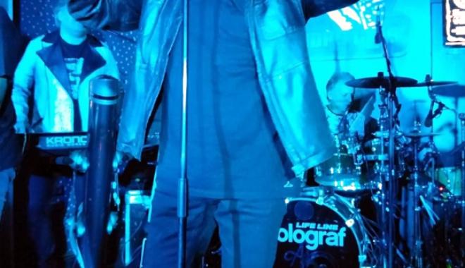Foto: Atmosferă incendiară la concertul Holograf, din Club Doors