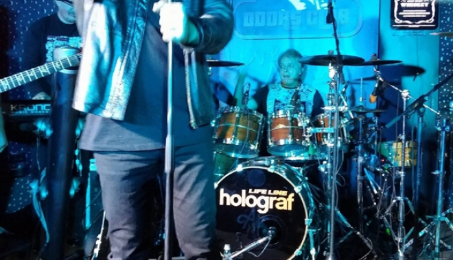 Atmosferă incendiară la concertul Holograf, din Club Doors - holograf3-1476630623.jpg
