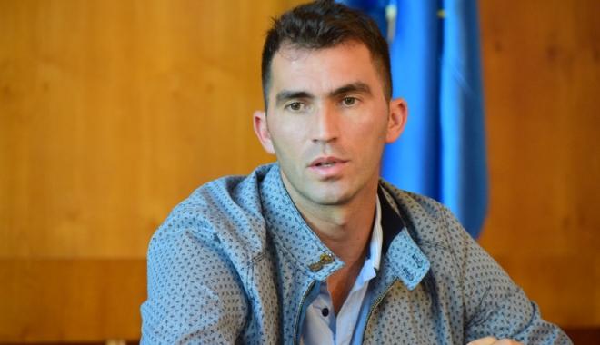 Foto: Horia Tecău,  emoţii din postura de… scriitor