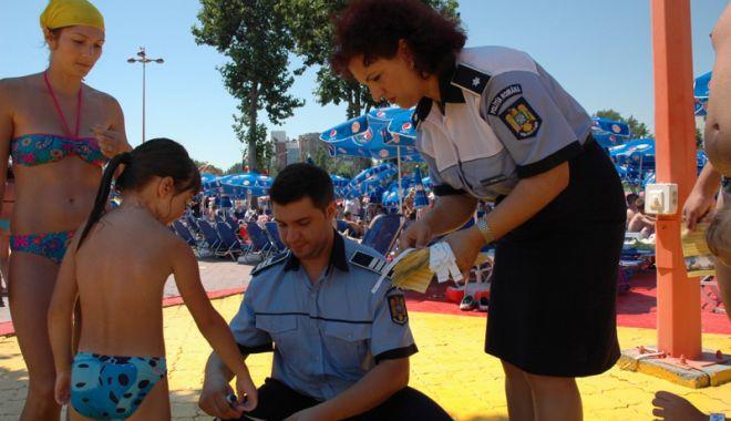 Foto: Hotelurile din Costineşti, verificate de poliţişti