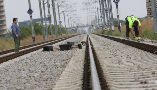 Hoţii au pus în pericol circulaţia trenurilor pe magistrala Bucureşti-Constanţa - hotii-1511097397.jpg
