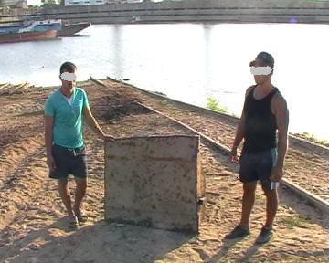 Foto: Jandarmii au prins doi tineri la furat în incinta unei societăţi comerciale