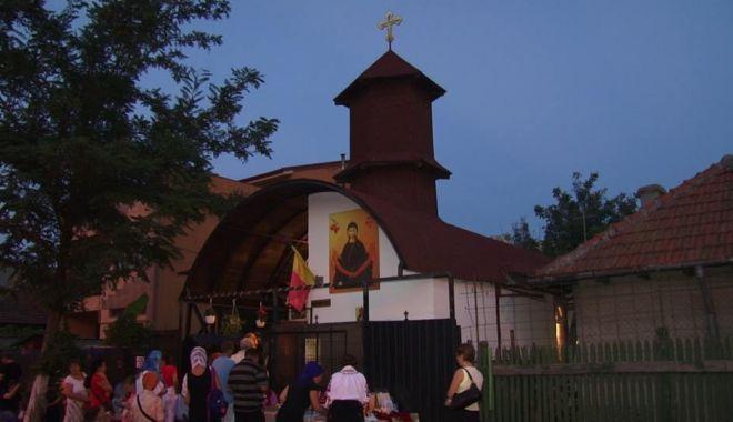 Foto: Hram la biserica
