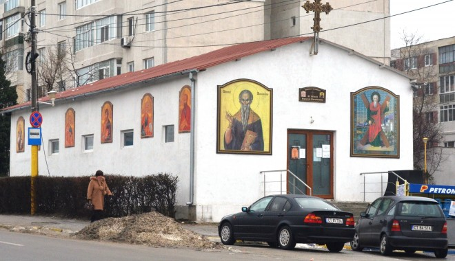 Foto: Sfinte moaște aduse la biserica de la Boema