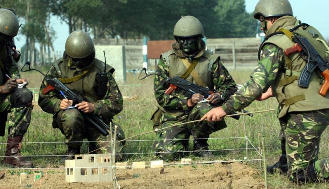 Foto: Mai mul�i bani pentru poli�i�ti �i militari