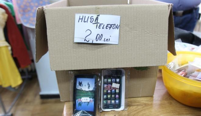 """Foto: Captură de """"proporții""""în portul Constanța: huse de telefon"""