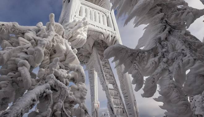 Foto: IMAGINI DE BASM / Natura transformată în sculpturi de gheaţă