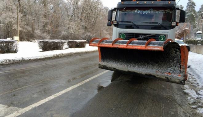 Foto: Iarna şi-a reintrat în drepturi.  Cum au acţionat autorităţile în judeţ
