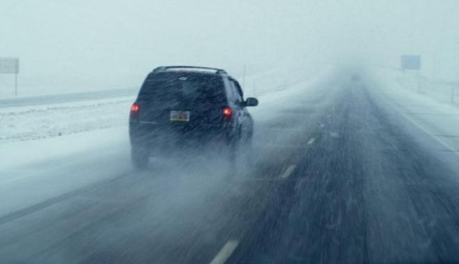 Foto: Atenţie şoferi! Strat subţire de zăpadă pe Autostrada Soarelui