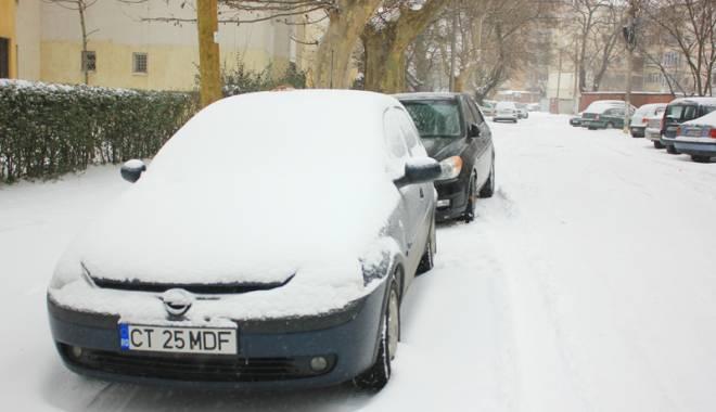Foto: Iarna şi-a intrat în drepturi. Circulaţie infernală şi nervi întinşi la maxim, în Constanţa