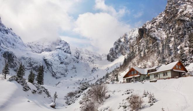 Foto: Bărbat surprins de o avalanşă în Masivul Bucegi