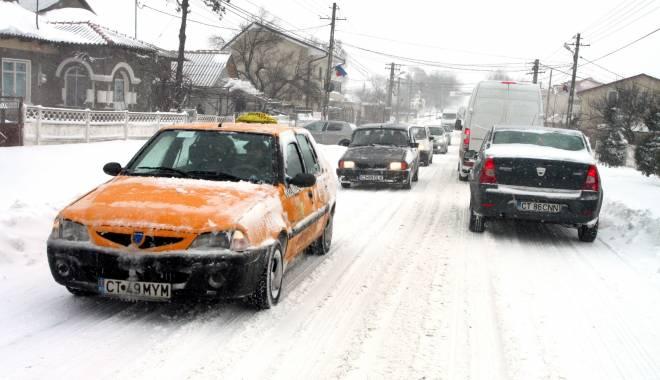 Foto: COD PORTOCALIU DE NINSORI LA CONSTANŢA / 31 de localităţi fără curent şi persoane blocate pe drumuri din cauza viscolului