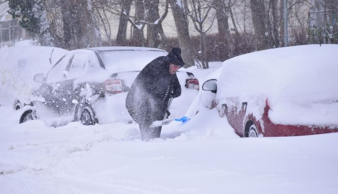 """Foto: Vine un nou val de frig şi ninsori! """"Mâine va fi din nou foarte rău!"""""""
