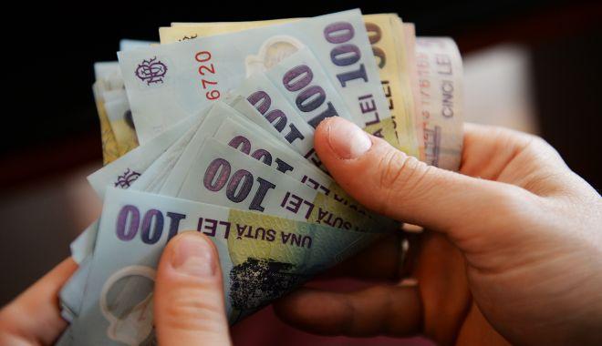 Foto: Iată cât câștigă și cât cheltuiește o familie de români
