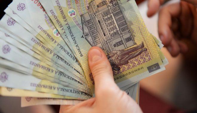 Foto: Iată cât câștigă și cât cheltuiesc românii