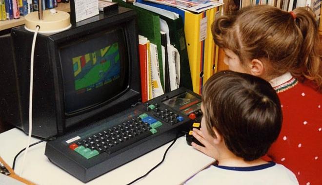 Foto: Iată câte gospodării din România au un calculator