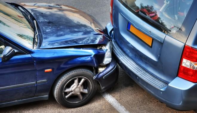 Foto: Cum îţi repari maşina avariată pe poliţa RCA a şoferului vinovat